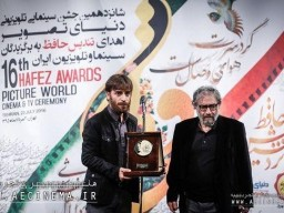 """First Kiarostami prize awarded to """"Fish and Cat"""" director"""