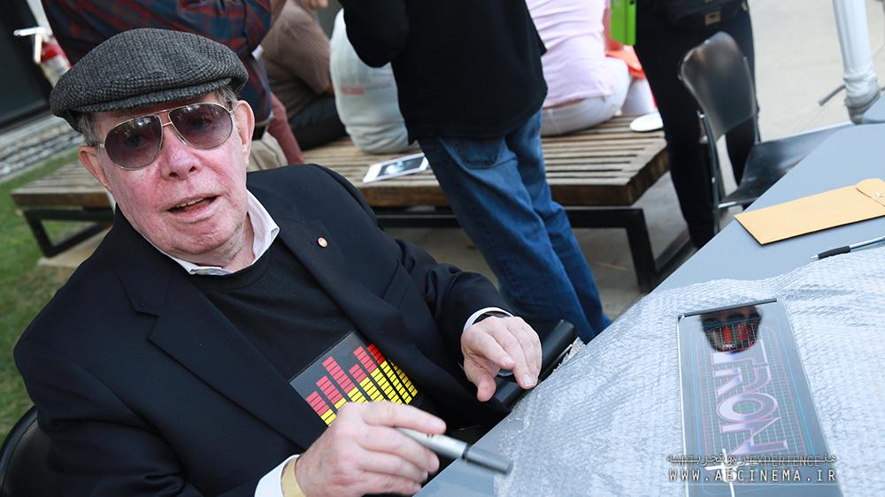 Syd Mead, Visionary 'Blade Runner' Artist and Futurist, Dies at 86